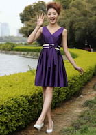 A-Line/Princess V Neck Sleeveless Knee-Length Satin Bridesmaid Dress With Bowknot Pleated