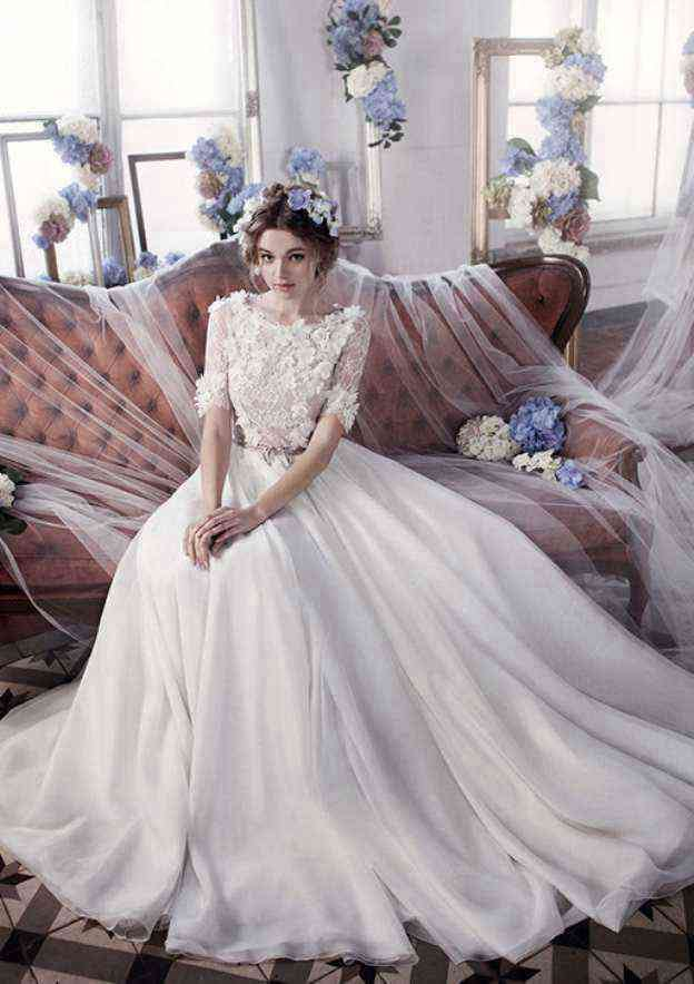 A-Line/Princess Bateau Short Sleeve Court Train Chiffon Wedding Dress With Appliqued Lace Sashes