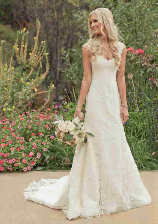 Sheath/Column Sweetheart Sleeveless Court Train Lace Wedding Dress With Appliqued
