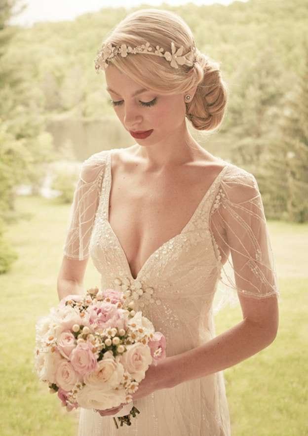 A-Line/Princess Scalloped Neck Short Sleeve Sweep Train Tulle Wedding Dress