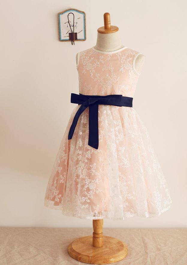 A-line/Princess Knee-Length Scoop Neck Lace/Satin Flower Girl Dress With Sashes
