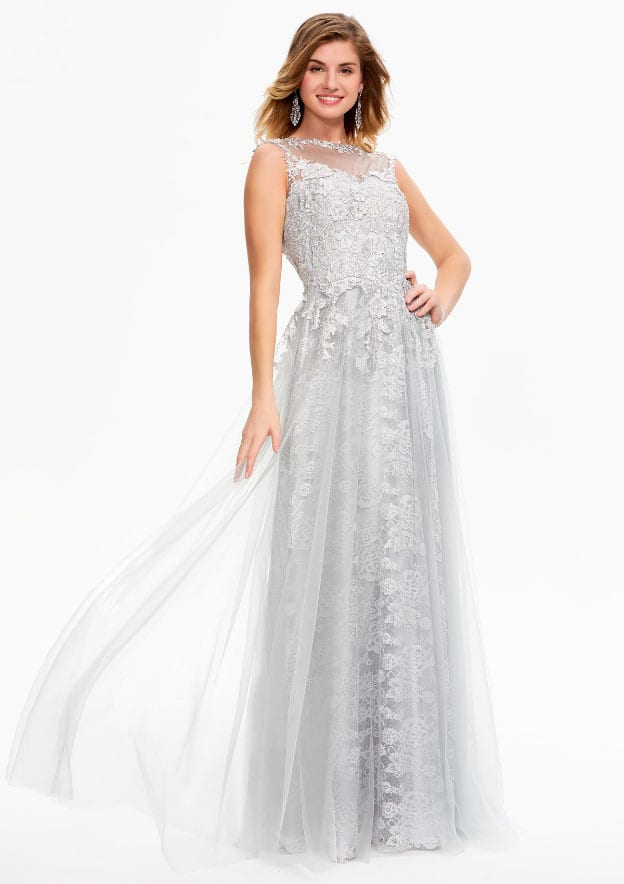 A-line/Princess Sleeveless Long/Floor-Length Lace/Tulle Prom Dress With Rhinestone/Flowers