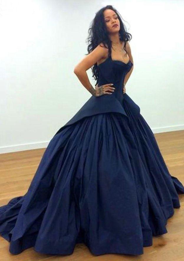 Ball Gown V Neck Sleeveless Chapel Train Taffeta Prom Dress