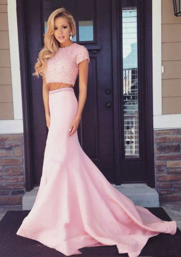 Sheath/Column Scoop Neck Short Sleeve Court Train Satin Prom Dress With Beading