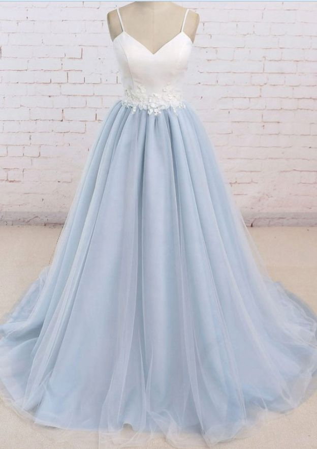 A-Line/Princess Sweetheart Sleeveless Court Train Tulle Prom Dress With Appliqued