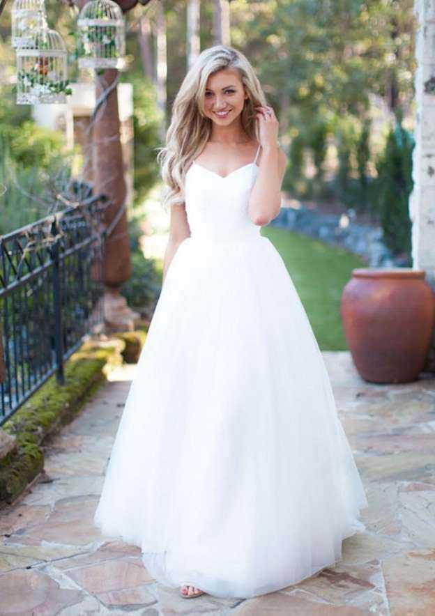 A-Line/Princess Sweetheart Sleeveless Sweep Train Tulle Wedding Dress