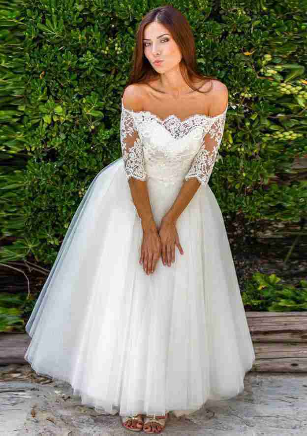 Ball Gown Off-The-Shoulder Half Sleeve Ankle-Length Tulle Wedding Dress With Appliqued Lace