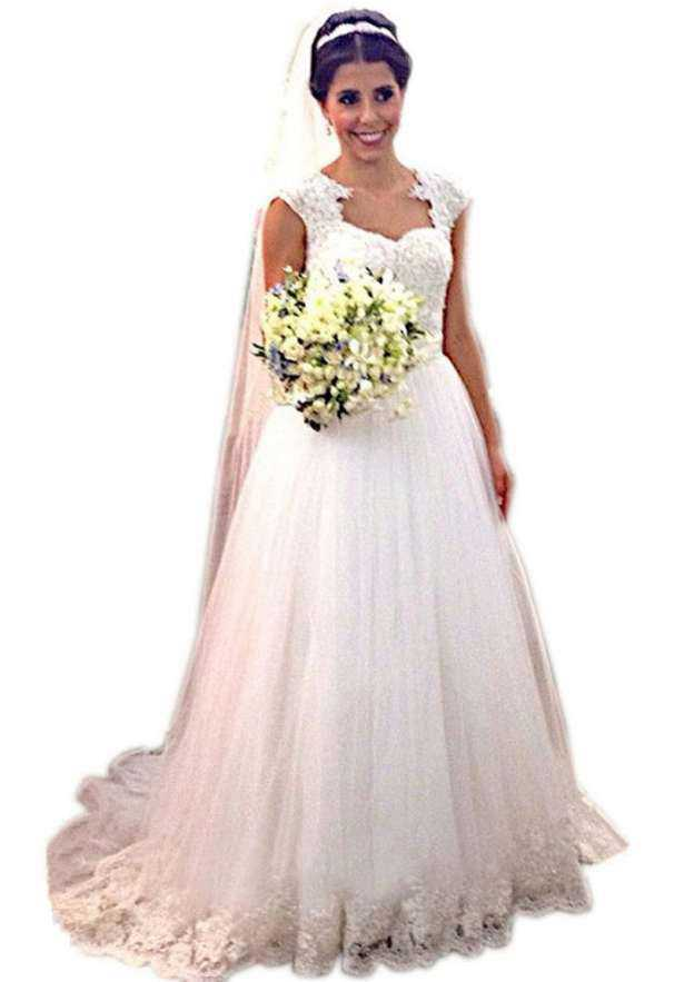 Ball Gown Scalloped Neck Sleeveless Court Train Tulle Wedding Dress With Appliqued Lace