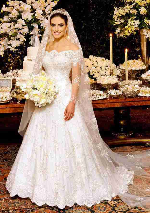 A-Line/Princess Off-The-Shoulder Full/Long Sleeve Court Train Lace Wedding Dress With Appliqued