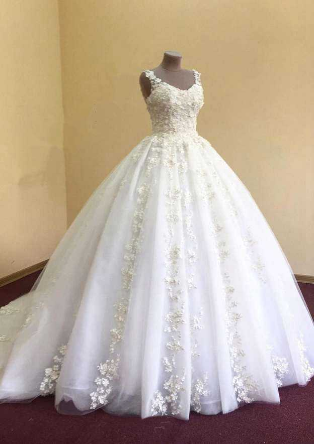 Ball Gown Scoop Neck Sleeveless Chapel Train Tulle Wedding Dress With Appliqued Beading
