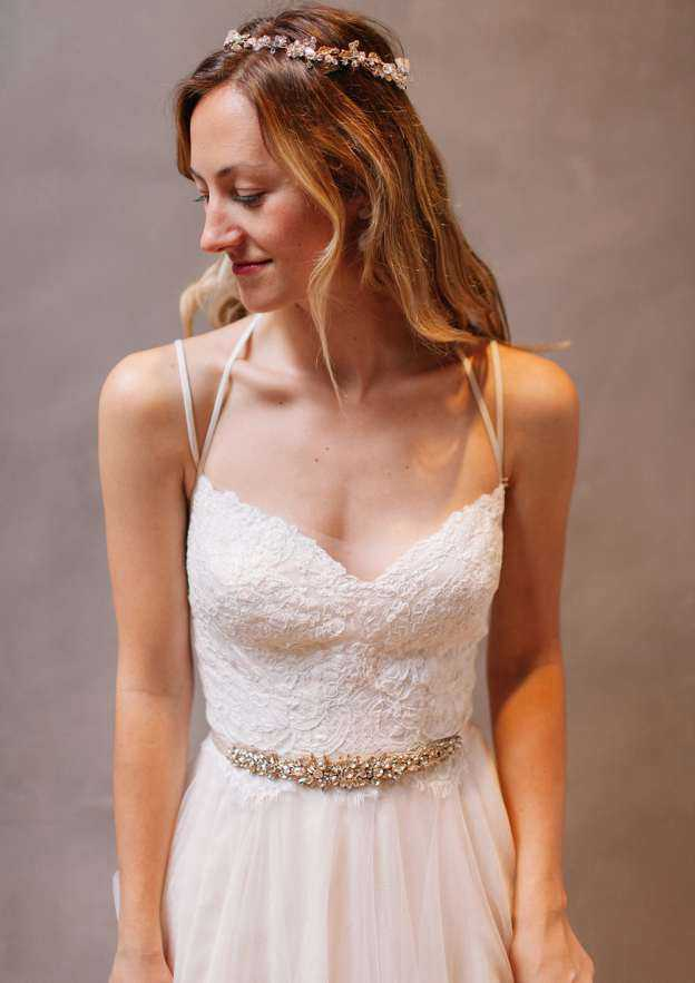 A-Line/Princess Sweetheart Sleeveless Court Train Tulle Wedding Dress With Lace Waistband