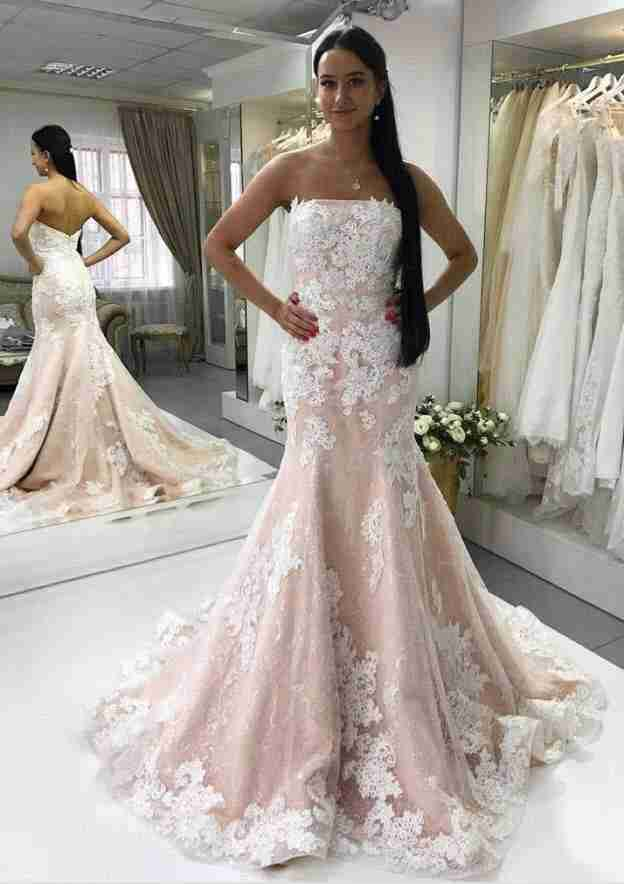 Sheath/Column Strapless Sleeveless Court Train Lace Wedding Dress With Appliqued