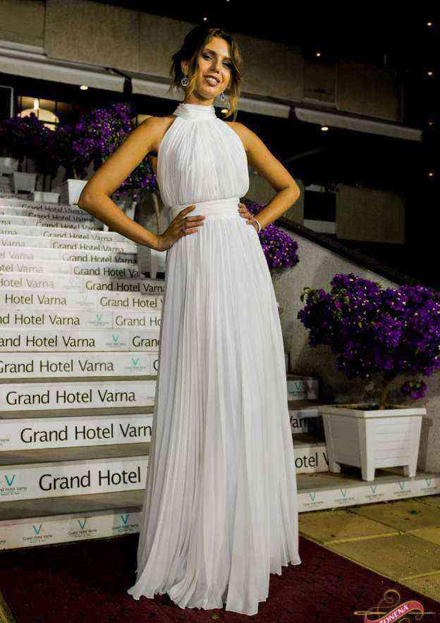 A-Line/Princess High-Neck Sleeveless Long/Floor-Length Chiffon Wedding Dress With Pleated
