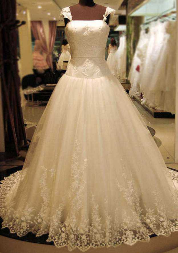 Ball Gown Square Neckline Sleeveless Court Train Tulle Wedding Dress With Appliqued Beading Lace
