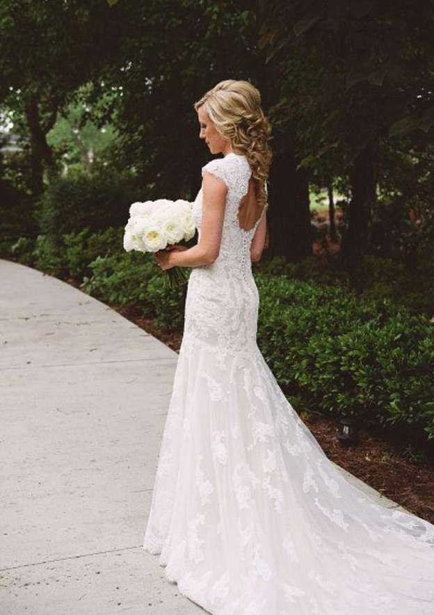 Trumpet/Mermaid Scoop Neck Sleeveless Court Train Lace Wedding Dress