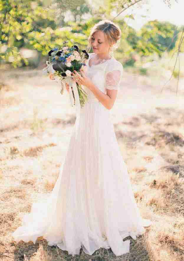 A-Line/Princess V Neck Short Sleeve Court Train Chiffon Wedding Dress With Appliqued Lace Sashes