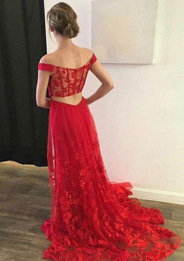 A-Line/Princess Off-The-Shoulder Sleeveless Court Train Lace Prom Dress With Appliqued