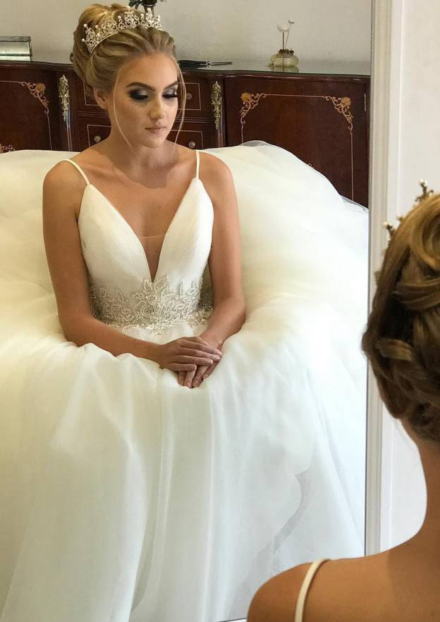 Ball Gown V Neck Sleeveless Long/Floor-Length Tulle Wedding Dress With Appliqued