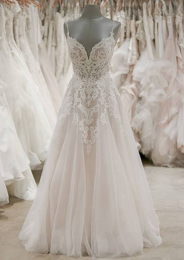 A-Line/Princess Sweetheart Sleeveless Sweep Train Tulle Wedding Dress With Appliqued