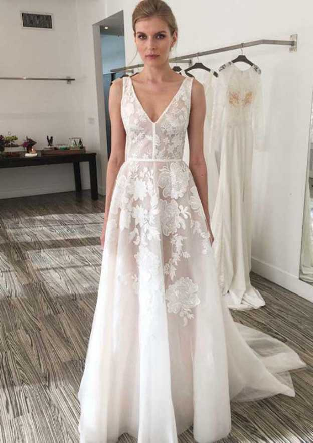 A-Line/Princess V Neck Sleeveless Court Train Tulle Wedding Dress With Appliqued