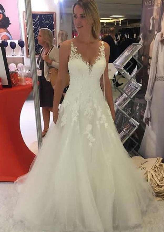 A-Line/Princess V Neck Sleeveless Long/Floor-Length Tulle Wedding Dress With Appliqued