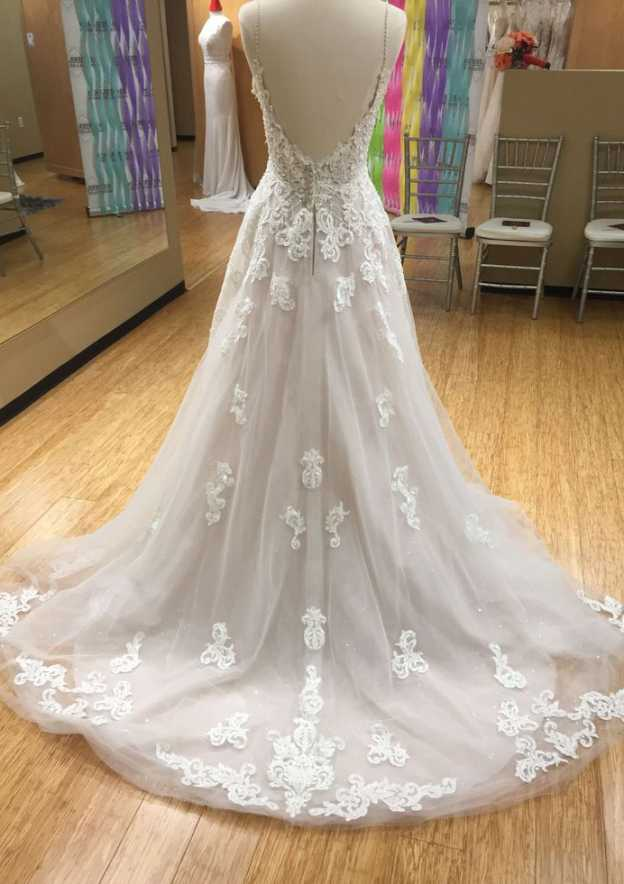 A-Line/Princess Scalloped Neck Sleeveless Court Train Tulle Wedding Dress With Appliqued