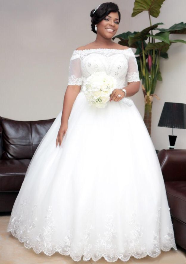 Ball Gown Off-The-Shoulder Short Sleeve Long/Floor-Length Tulle Wedding Dress With Hem Appliqued