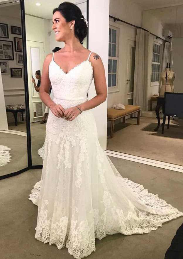 Sheath/Column V Neck Sleeveless Court Train Lace Wedding Dress With Appliqued Bowknot