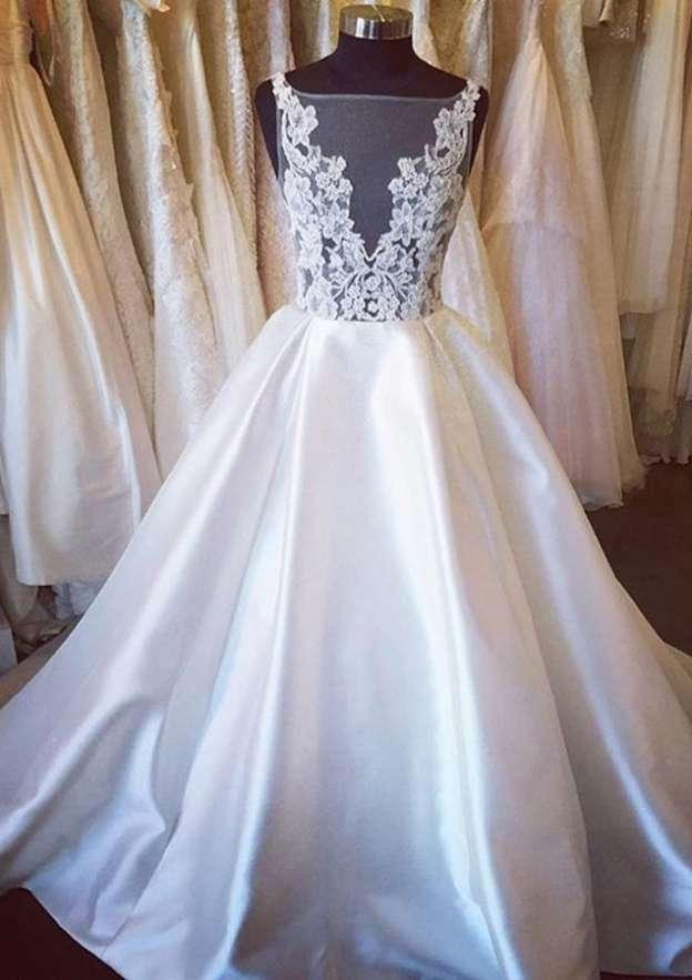 Ball Gown Bateau Sleeveless Court Train Satin Wedding Dress With Appliqued