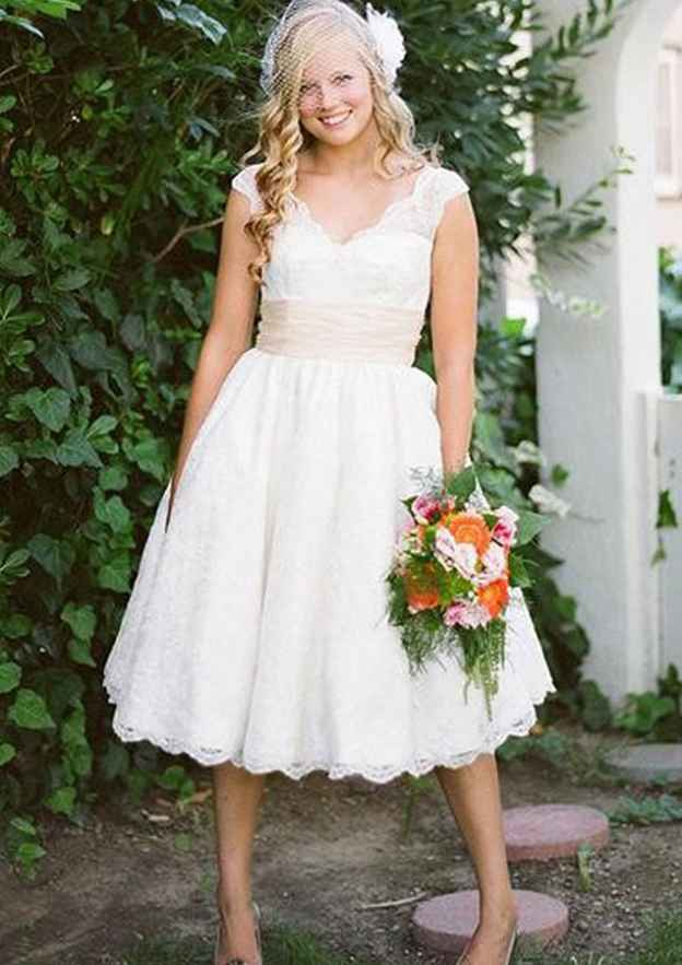 A-Line/Princess V Neck Sleeveless Tea-Length Lace Wedding Dress
