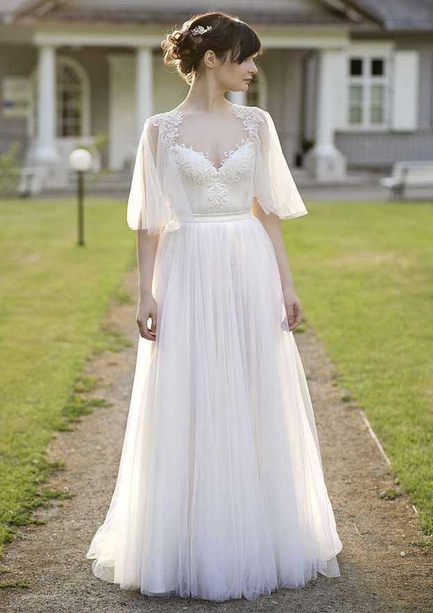 A-Line/Princess Sweetheart Half Sleeve Long/Floor-Length Tulle Wedding Dress With Appliqued