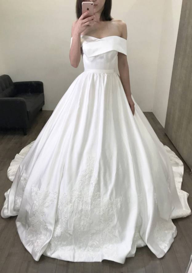 Ball Gown Off-The-Shoulder Sleeveless Chapel Train Satin Wedding Dress With Lace