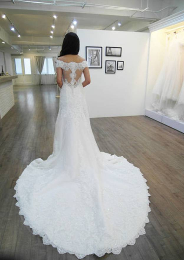 Sheath/Column Off-The-Shoulder Sleeveless Chapel Train Lace Wedding Dress With Appliqued