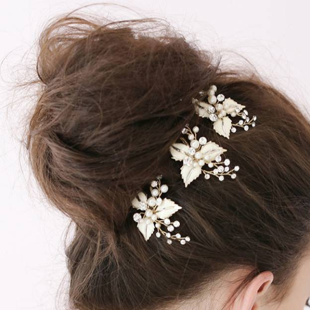 Alloy Ladies Hairpins With Rhinestone Pearl Flower
