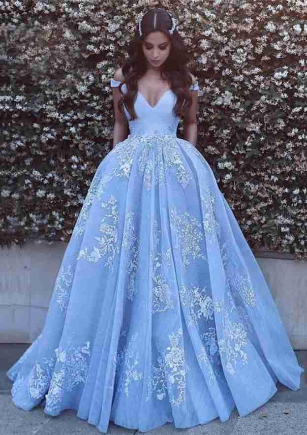 Ball Gown Off-The-Shoulder Sleeveless Court Train Tulle Prom Dress With Pleated Appliqued
