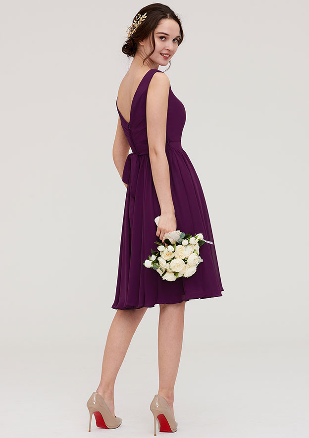 A-Line/Princess V Neck Sleeveless Knee-Length Chiffon Bridesmaid Dress With Pleated