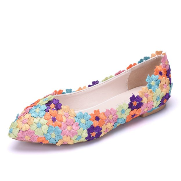 Women's PU With Appliqued Close Toe Flats Shoes