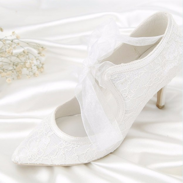 Women's Lace Satin With Lace Close Toe Heels Wedding Shoes