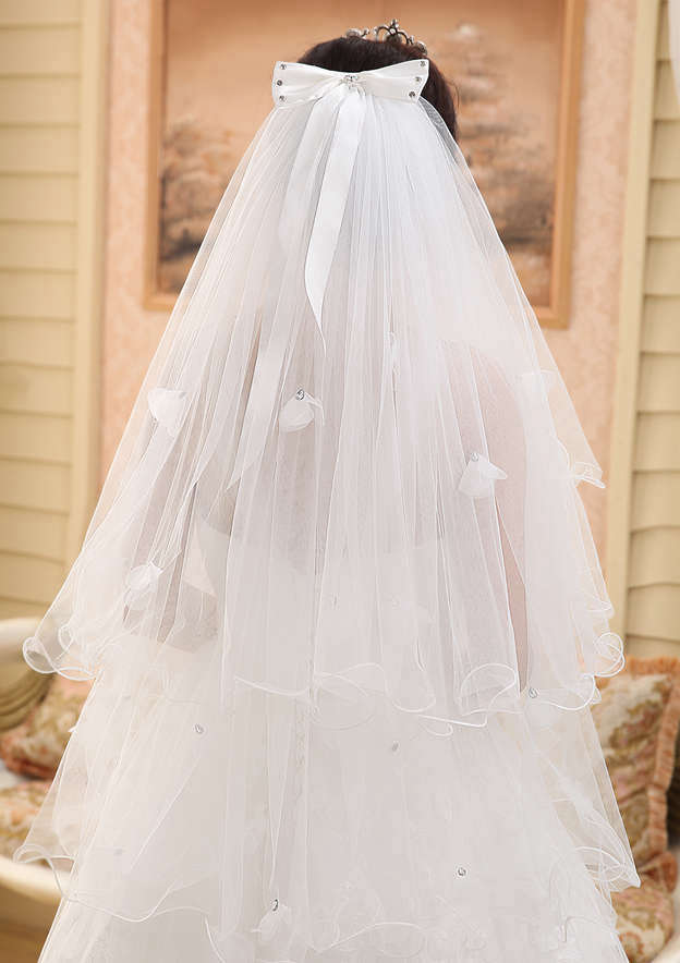 Four-tier Tulle Fingertip Bridal Veils With Bowknot/Petal