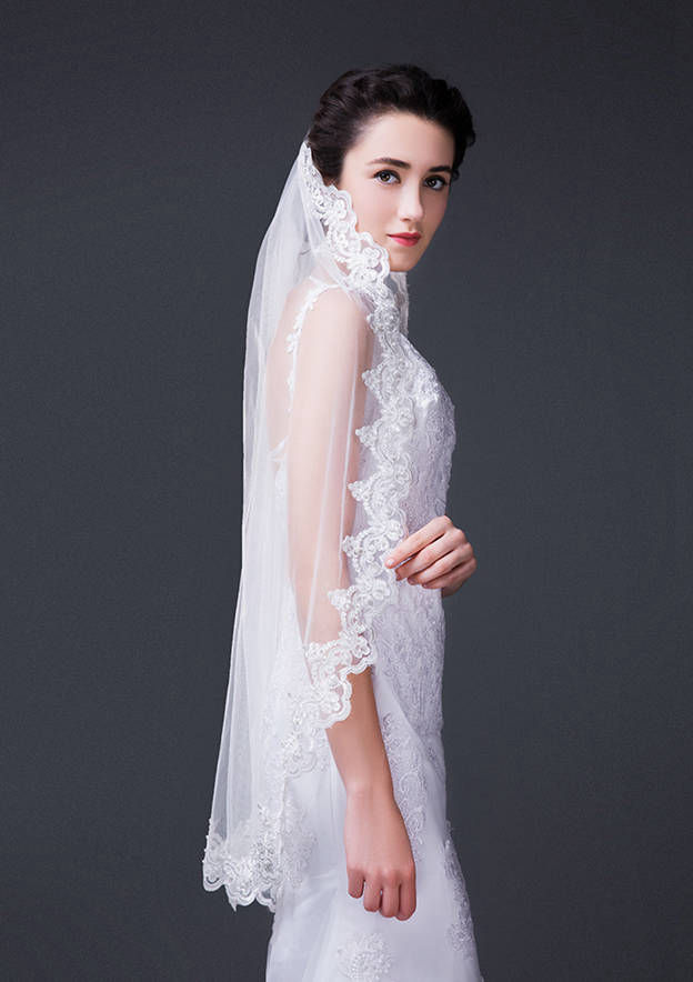 One-tier Lace Applique Edge Tulle Fingertip Bridal Veils