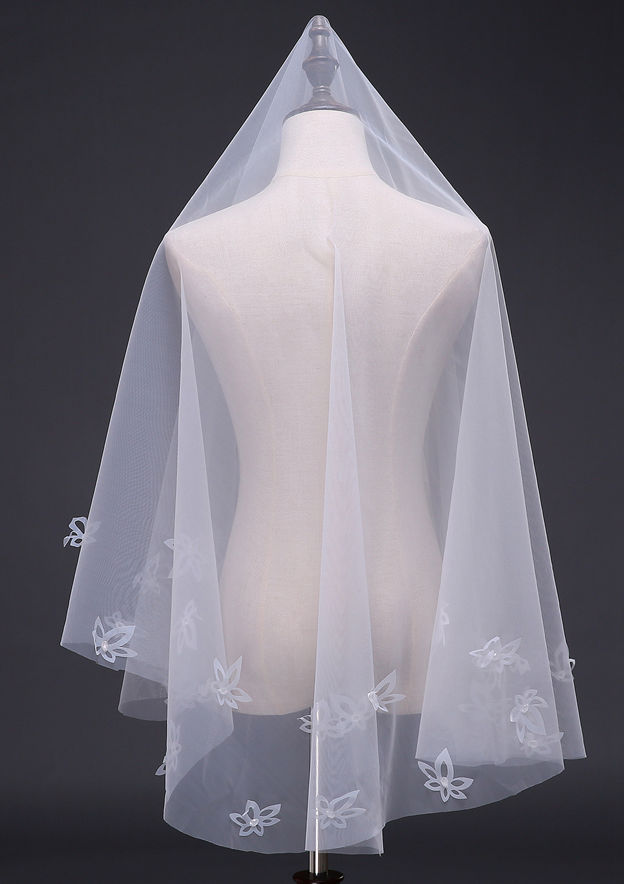 One-tier Tulle Fingertip Bridal Veils With Flower