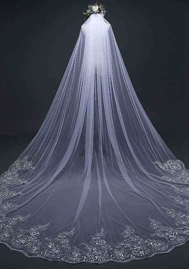 One-tier Lace Applique Edge Cathedral Bridal Veils With Lace Sequin