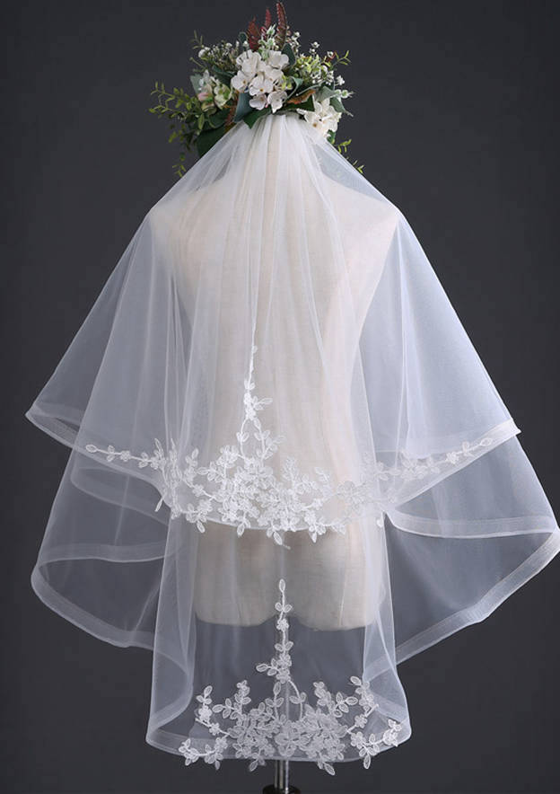 Two-tier Fingertip Bridal Veils With Applique Lace